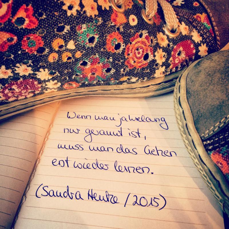 """Bild eines Tagebucheintrages von S. Henke. """"Wenn man jahrelang nur gerannt ist, muss man das Gehen erst wieder lernen."""""""