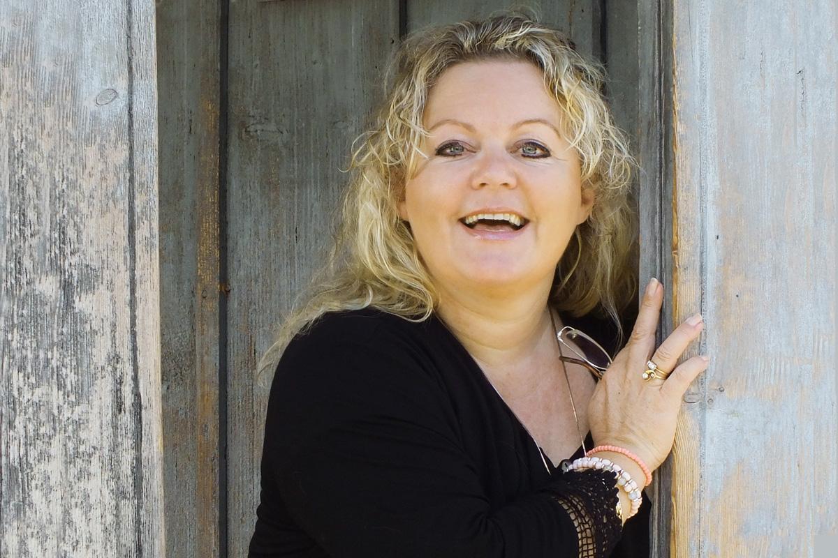 Bild zum Artikel Petra Durst-Benning im Interview mit Anne Weiss