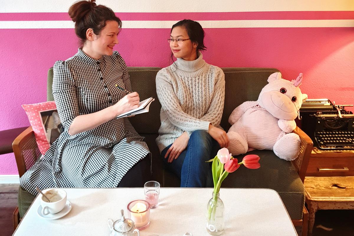 Cally Stronk interviewt Sensitivity Readerin Victoria Linnea zum Thema Kulturelle Vielfalt in Büchern