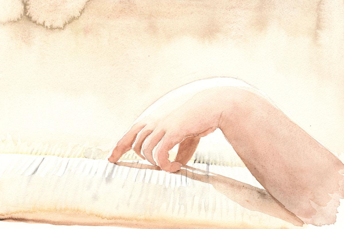 Hand auf einem aufgeschlagenen Buch