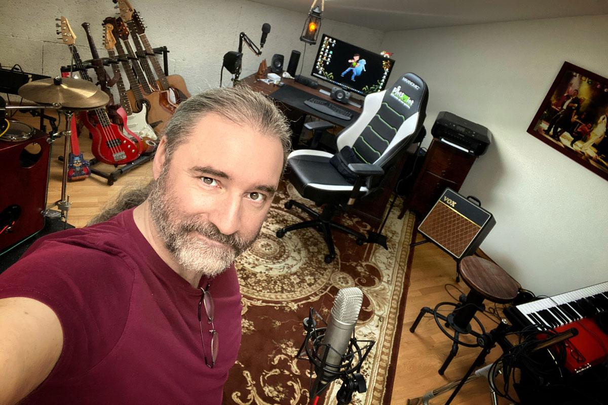 Tommy Krappweis in seinem Arbeitsraum