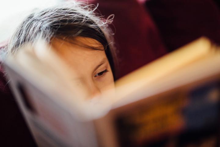 Jugendliche beim Lesen - ein seltener Anblick