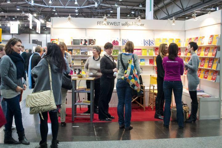 An dem Messeständen der Leipziger Buchmesse dürfen Verlage ab 2020 Bücher selbst verkaufen