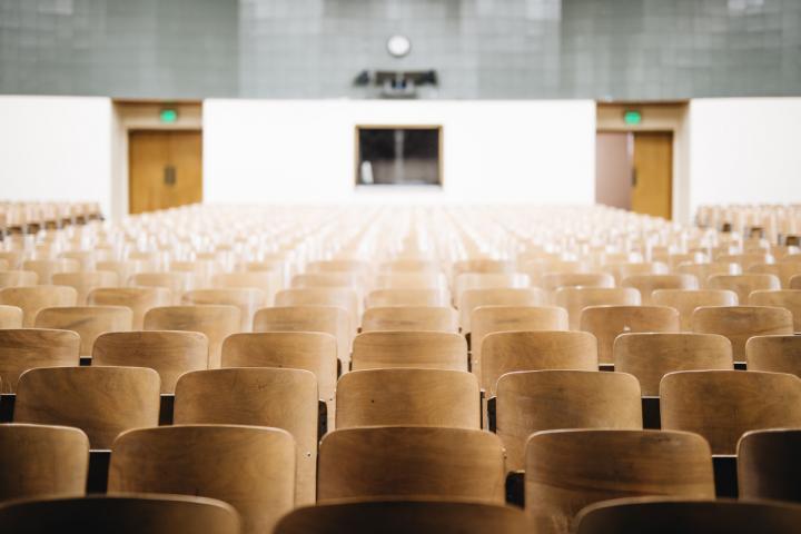 Seminarraum als Motiv für Bildung, Ausbildung und Fortbildung